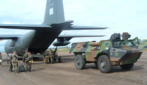 [DRC - Uganda] French troops prepare to load an armoured personnel carrier into a plane at Entebbe International Airport, Uganda, for use by a multinational force being deployed in Bunia, eastern DRC. 11 June 2003