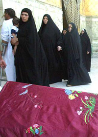 [Iraq] Shia women in Baghdad.