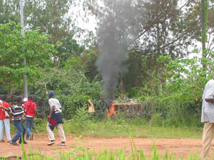 [Cote d'Ivoire] Pro-rebel demonstrators set fire to the bushes surrounding the UN compound in Bouake.