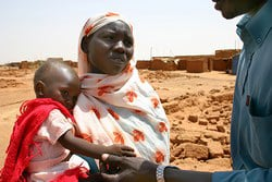[Sudan] A Darfur IDP with her child sick with diarrhea in El Salaam Camp.