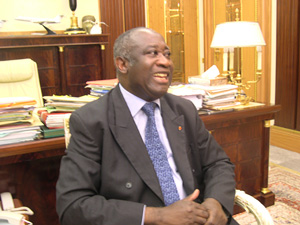 [Cote d'Ivoire] President Laurent Gbagbo in his study at the presidential residence in Abidjan. November 2004.