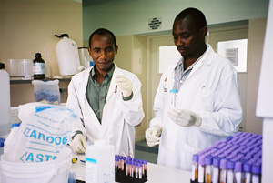 [Mozambique] At the molecular laboratory renovated by Santo Egidio at Maputo Central Hospital, two lab technicians from Malawi learn to do HIV, viral load and CD4 counts.