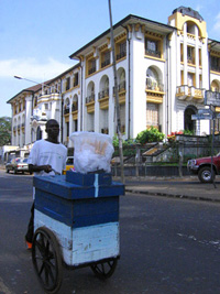 [Sierra Leone] Court-house in Freetown, Nov 2004.