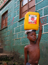Water carrier in a suburb of Freetown, nov 2004