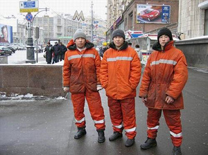 [Central Asia] Kyrgyz labour migrants working as street cleaners on the streets of Moscow.
