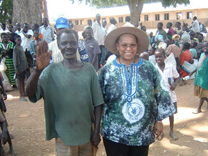 [Uganda] WFP Deputy Executive Director, Sheila Sisulu with IDPs.