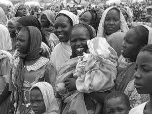 "[Sudan] Displaced people in Zamzam ""camp"", outside of al-Fashir, Northern Darfur, July 2004."