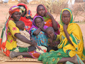 [Sudan] IDPs on outskirts of al-Junaynah, Western Darfur, July 2004.