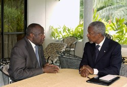 [Cote d'Ivoire] Ivorian President Laurent Gbagbo and UN chief Kofi Annan in a rare tete-a-tete during the July 2004 accra summit.