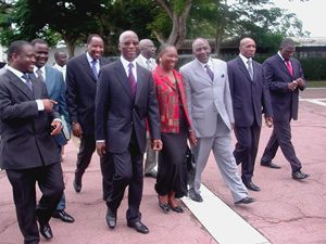 [Cote d'Ivoire] Prime Minister Sedydou Diarra flanked by rebel leader Guillaume Soro and Justice Minister Henriette Diabete make their way to the first meeting of Cote d'Ivoire's government of national reconciliation to be held in four months on 9 August