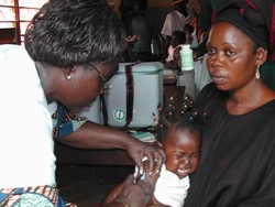 [Central African Republic (CAR)] A child is vaccinated against measles in Bangui, capital of the Central African Republic. [Date picture taken: 10/24/2005]