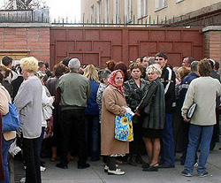 [Kyrgyzstan] Russians queueing for emigration papers outside the consulate in Bishkek.