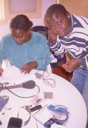 [Angola - Radio] IRIN trainer Andre Mussamo instructs stringer Zita Victor of NGO Africare in how to operate a mini-disc recorder.