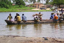 [Togo] Togolese refugees crossing the lagoon that separates Togo from Benin. Thousands of people have fled after violence erupted following 24 April presidential poll.