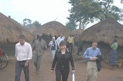 [Uganda] UNICEF Executive Director, Ann Veneman, walks through Palenga IDP camp, near Gulu in northern Uganda on 23 July 2005.