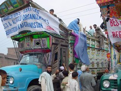 [Pakistan] Afghan refugees in Gujranwala prepare to leave for their homeland.