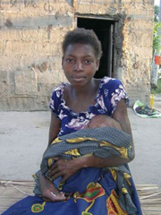 [Mozambique] HIV+ mother. [Date picture taken: 11/2006]