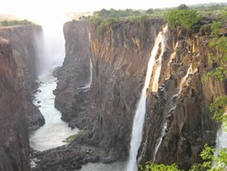 [Zambia] The Victoria Falls. [Date picture taken: 05/05/2005]