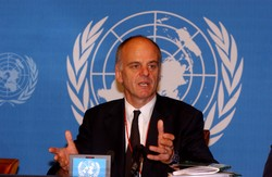 [Global] Dr David Nabarro, the United Nations' senior coordinator for avian and human influenza.