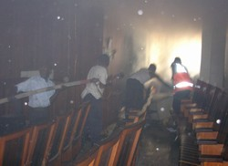 [DRC] Men attempt to extinguish the blaze at the Supreme Court, Kinshasa, DRC, 21 November 2006. The court has been set on fire during protests over alleged fraud in the presidential run-off. Supporters of Jean-Pierre Bemba, the ex-rebel leader who says t