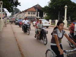 [Cambodia] A street scene in the bustling city of Siemriep. [Date picture taken: 10/15/2006]