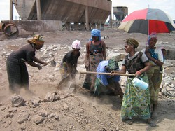 [Zambia] Women in Kabwe 'mining' zinc in the rubble of what was once Africa's biggest lead mine. [Date picture taken: 05/02/2005]