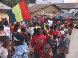 [Guinea] Football fans take to the streets to celebrate Guinea's win in against Zambia in the Africa Nations Cup. [Date picture taken: 01/26/2006]