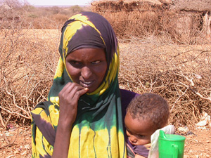 [Somalia] Adey Mohamed Nur, who abandoned her village with her two children, as a result of drought in Bakool region. [Date picture taken: 01/28/2006]