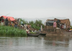 [DRC] Displaced people on Lake Upemba, northern Katanga Province, DRC. [Date picture taken: February 2005]