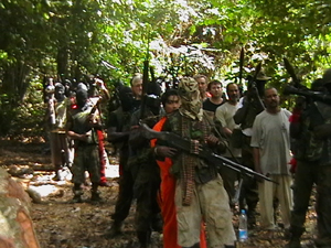 [Nigeria] One of several photos distributed by the Movement for the Emancipation of the Niger Delta (MEND), a militant group claiming to fight for local control of the region's oil wealth. Photo is apparently of MEND militants and foreign oil workers they