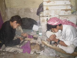 [Yemen] Children quit school to work raising illiteracy rate. [Date picture taken: 12/26/2004]