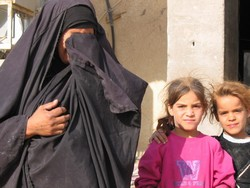[Iraq] An unemployed widow with children to look after.  Iraqi women say they had more freedom under Saddam Hussein's regime than now. [Date picture taken: 04/12/2006]