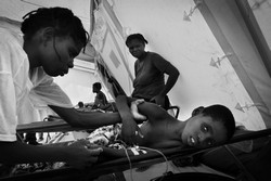 [Angola] A cholera patient in a MSF run cholera treatment centre, Luanda, Angola.[May 2006]