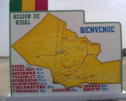[Mali] Welcome to Kidal sign in northern Mali. [Date picture taken: 05/22/2006]