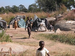[Zimbabwe] Epworth residents affected by Operation Murambatsvina. [Date picture taken: 05/04/2006]