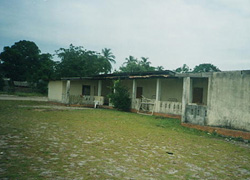 [Congo] The health centre of Lekety, north of Congo, has no HIV/AIDS facilities. [April 2006]