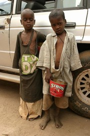[Senegal] Talibe beggar children on the streets of Dakar, Senegal. [Date picture taken: 06/01/2006]