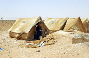 [Syria] Palestinian refugees stranded at Syrian border. [Date picture taken: 06/12/2006]