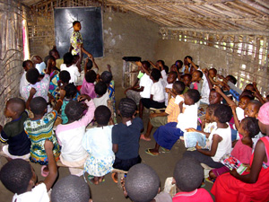 [DRC] Children with no books and pens attending class at a primary school in the Oriental province of the Democratic Republic of the Congo (DRC), May 2006. Many parents cannot afford to give their children a good education in a society destroyed by years