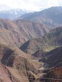[Pakistan] The Line of Control passes through these Kashmir mountains - scene of decades of dispute between India and Pakistan. Goodwill prevailed in the immediate aftermath of the disaster but it proved to be short-lived. [Date picture taken: 03/21/2006]