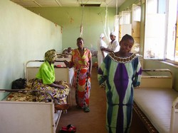 [Burundi] Patients at the maternity ward in the Prince Régent Charles Clinic in Bujumbura, Burundi. [Date picture taken: May 2006]