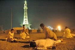 [Pakistan] A significant number of masseurs working in Lahore are actually male sex workers. [Date picture taken: 09/17/2006]