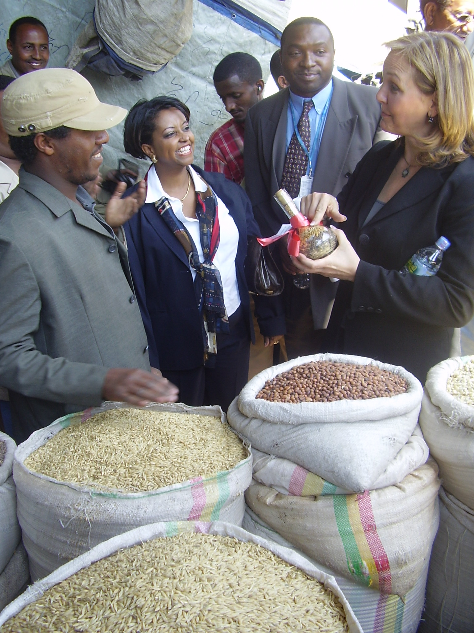 Josette Sheeran the World Food Program,   Executive Director asks a question to Alemayehu Dender one of the traders in Addis Ababa grain market, Ethiopia, 23 April 2007.