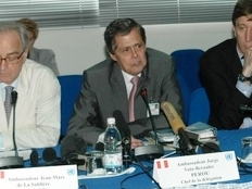 Head of the UN Security Council delegation to Cote d'Ivoire, Peruvian Ambassador Jorge Voto-Bernales, at a press conference in Abidjan on 19 June 2007.