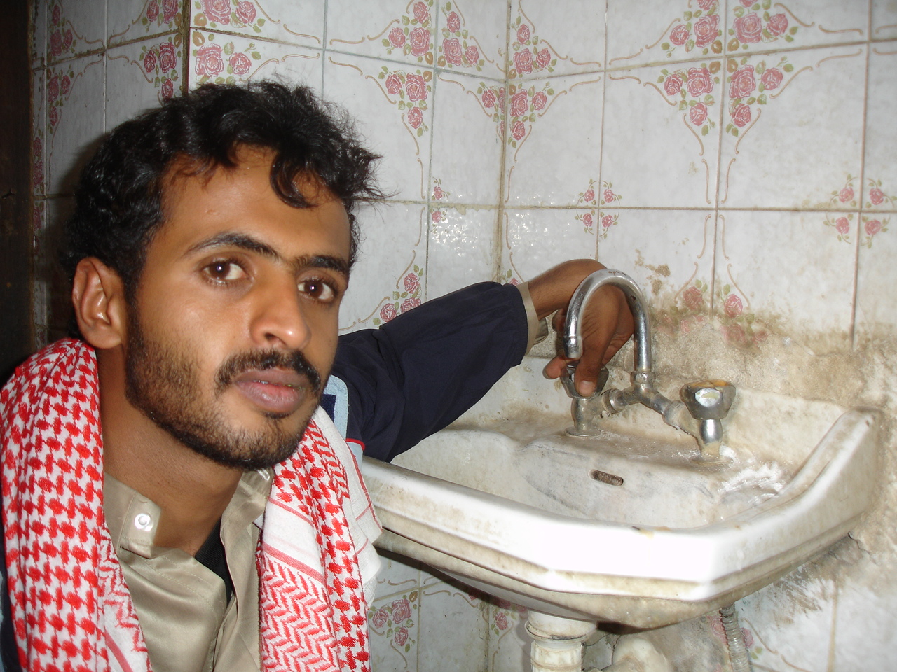 Haider Mohammed Alsady, a 21-year-old university student in Sana'a, says water never comes to his house - a fact forcing him to purchase water from the outside. Only 15 to 25 percent of residents drink from the city's official water network, relying inste