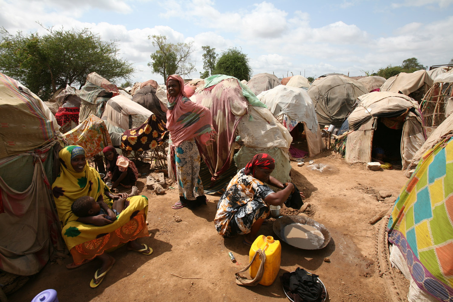 Displaced woman and children at Sheikh Omar camp in Jowhar, Somalia, September 2007. Somalia has not had a functioning government since 1991, when warlords overthrew dictator Mohamed Siad Barre and then turned on each other, pitting the country into years