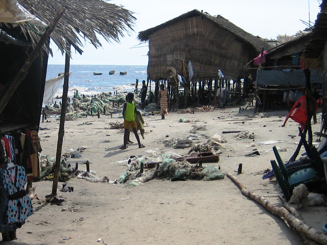 Hundreds of houses in Bakassi's coastal town of Atonbong West have fallen into the sea.