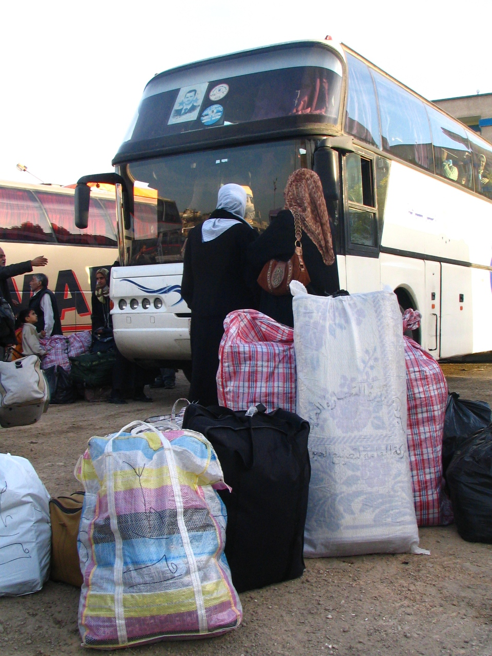 The first Iraqi government-sponsored convoy of coaches left Damascus Tuesday headed for Baghdad. 