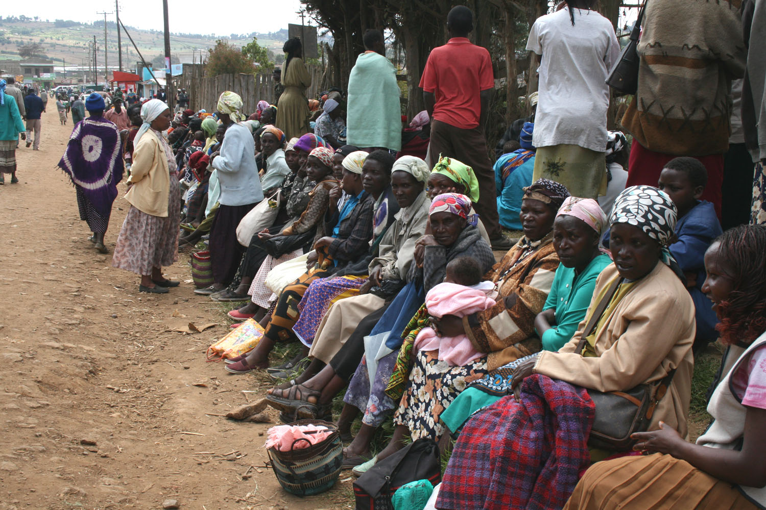 Hundreds of families from Kiptagich village in Molo, Kenya, Decmber 2007. Are camping outside the DO's offices following violence in Kuresoi.