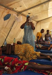 [Angola] Patients being treated at a cholera treatment centre in Cacuaco, a municipality north of the capital Luanda. [Date picture taken: 01/31/2007]